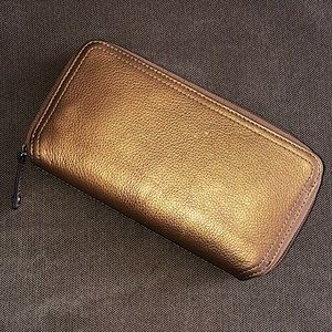 🆕 Tignanello Leather Zip-Around Wallet